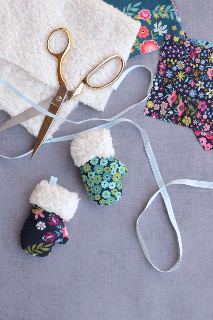 This mini mitten Christmas oranment sewing tutorial is perfect for the holiday season!  Decorate your tree or make some to give as gifts!