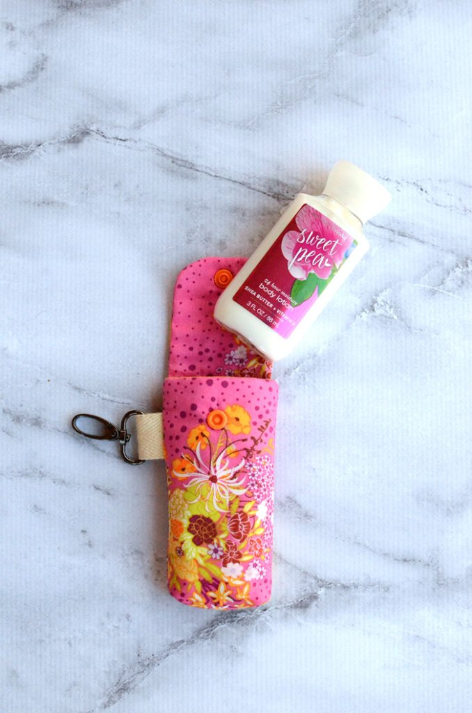 This clippy lotion holder sewing tutorial is the perfect handmade gift idea for teachers, friends, or neighbors!  It fits a Bath & Body Works travel lotion.