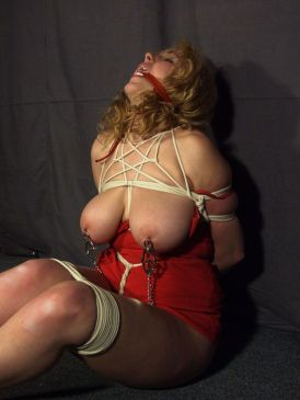 Awesome Curvy Slave Gets Harnessed, Bound and Tortured for Discipline