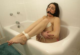 Kinky Girlfriend Gets Tightly Bound and Gagged by Her Boyfriend