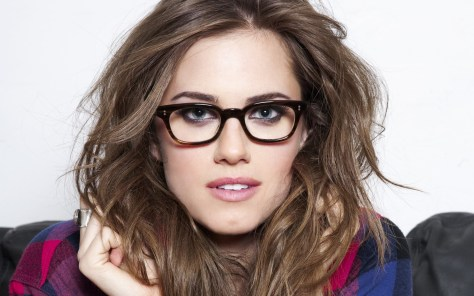 6775253-beautiful-girls-with-glasses-wallpaper