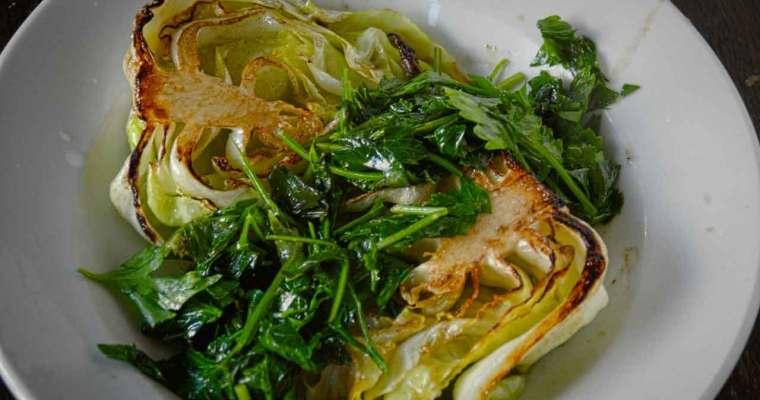 Dejligt sommergrønt: Spidskål med urter