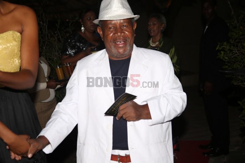 Mzee King Majuto akiingia