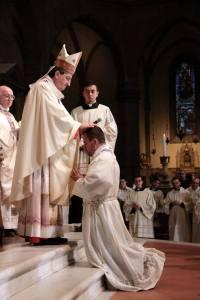 Mons. Betori impone le mani su don Francesco Vita