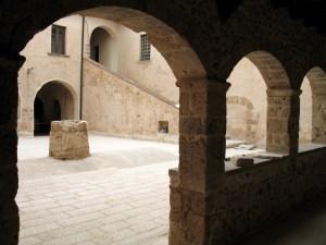 Ferentino, chiostro della parrocchia di sant'Antonio Abate
