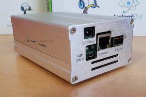 KiwiSDR: receptor SDR de 0-30 MHz con interfaz web en una carcasa metálica