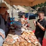 Pascal Nicolas commande les fameuses tartines du Four à Pain du Fort