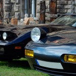 Corvette Stingray et Porsche 928 avec les phares levés