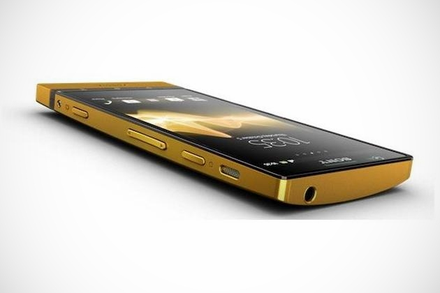 Sony Xperia P 24-Carat Gold (2)