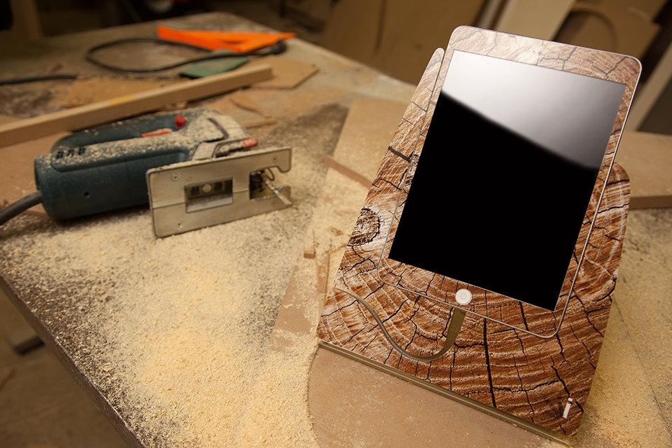 Cracked Wood iStand for iPad Mini