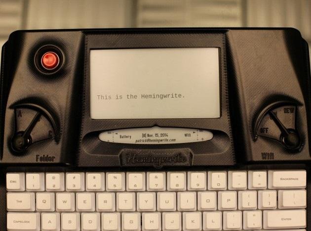 Hemingwrite Digital Typewriter Lets You Write Your Masterpiece (1)