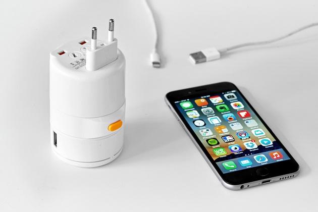 Twist an Ultra Portable Universal Adapter