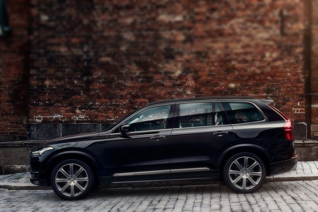 Volvo XC90 is a Mid-size Luxury Crossover SUV (13)