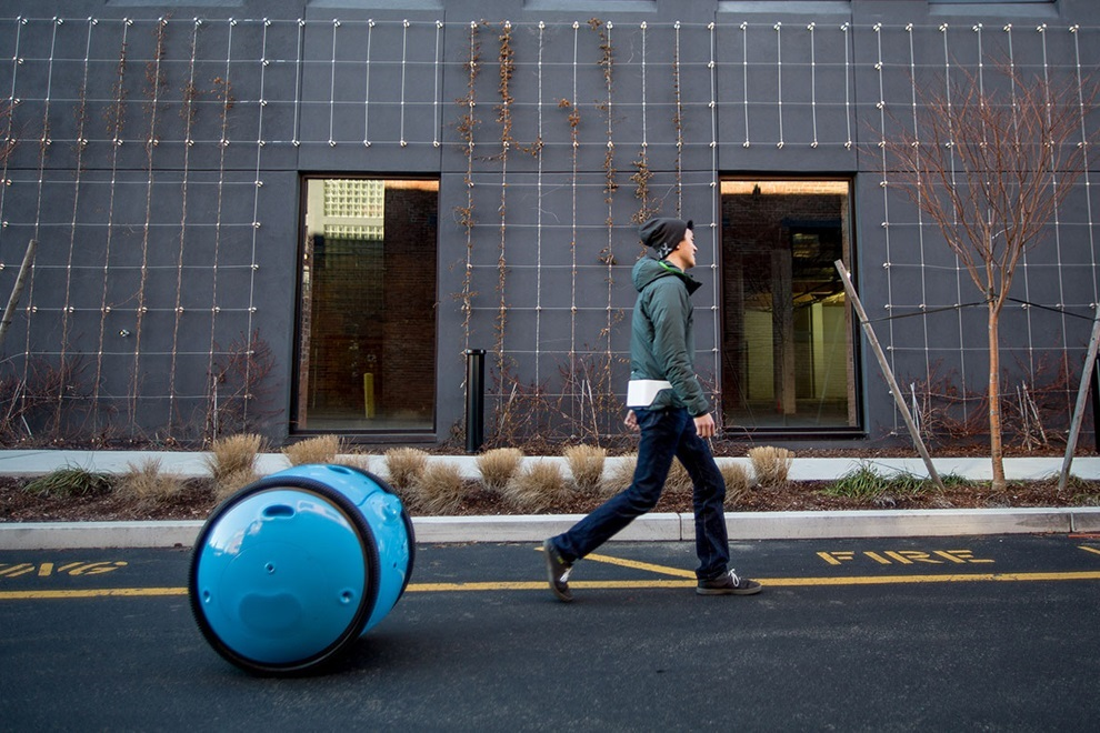 Piaggio s New Cargo Robot Gita will Now Carry Your Luggage (1)