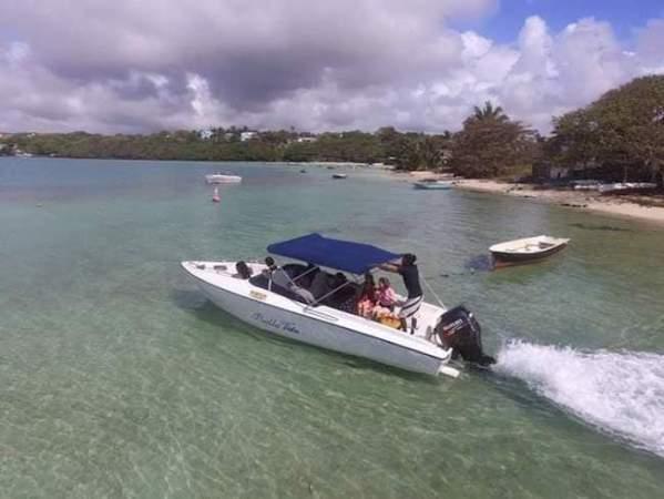Ile aux Cerfs Boat