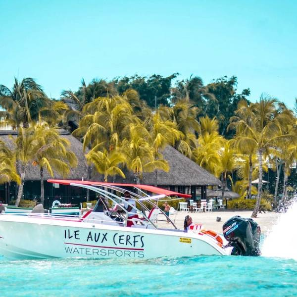 Ile aux Cerfs Watersports Options