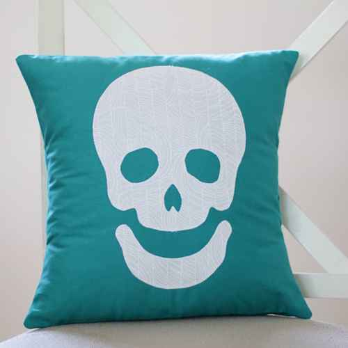 Happy Skull free Halloween download PDF sewing project from Bonjour Quilts. A quick, easy Halloween DIY craft project.