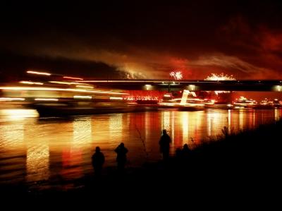 Rhein in Flammen   Foto: Claudia Hautumm / pixelio.de