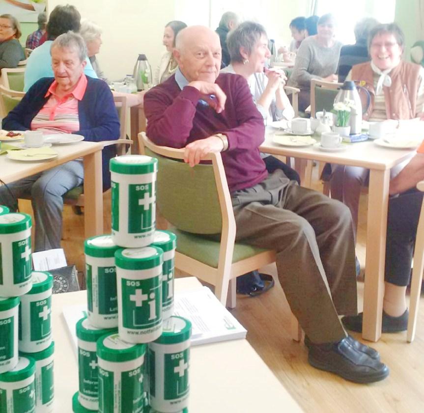 Im Notfall schnelle Hilfe aus der Dose | Sahle Wohnen verschenkt Notfalldosen an ältere Mieter in Bonn