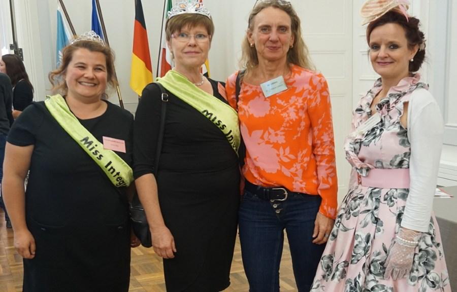 Jana Gigl und Sabine Kaldorf (Flüchtlingshilfe Bonn e.V.) mit Dr. Christine Lötters und Marion Frohn (Lebenshilfe Bonn, Koordinatorin Marktplatz der Guten Geschäfte)