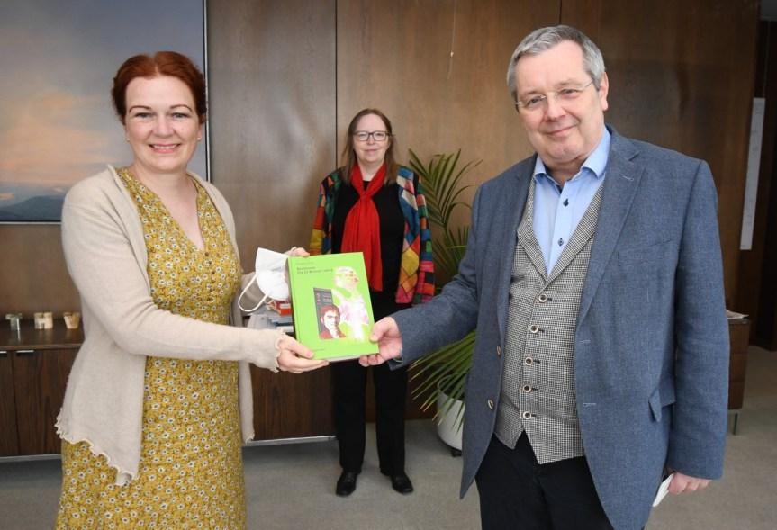 Oberbürgermeisterin Katja Dörner mit Stephan Eisel, Foto: Sascha Engst