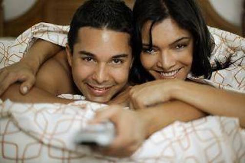 couple_in_bed_watching_porn