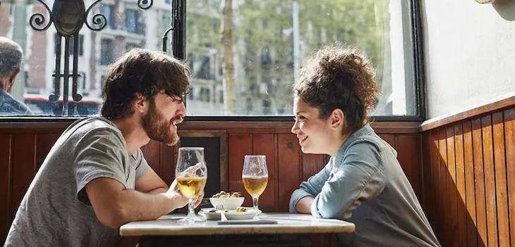 couple dating through Tinder app