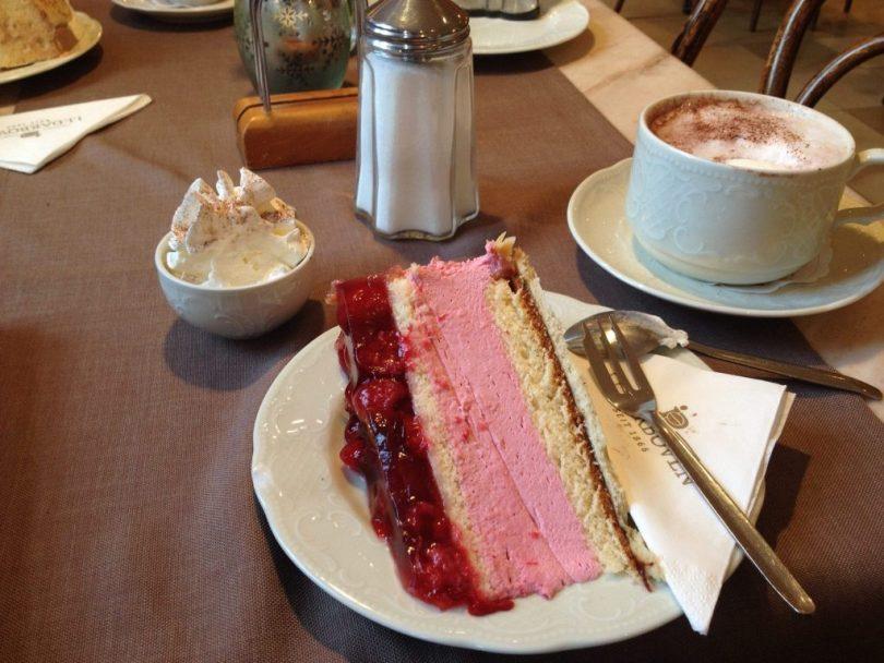 Torta de framboesa no Cafe Gundel em Heidelberg Alemanha