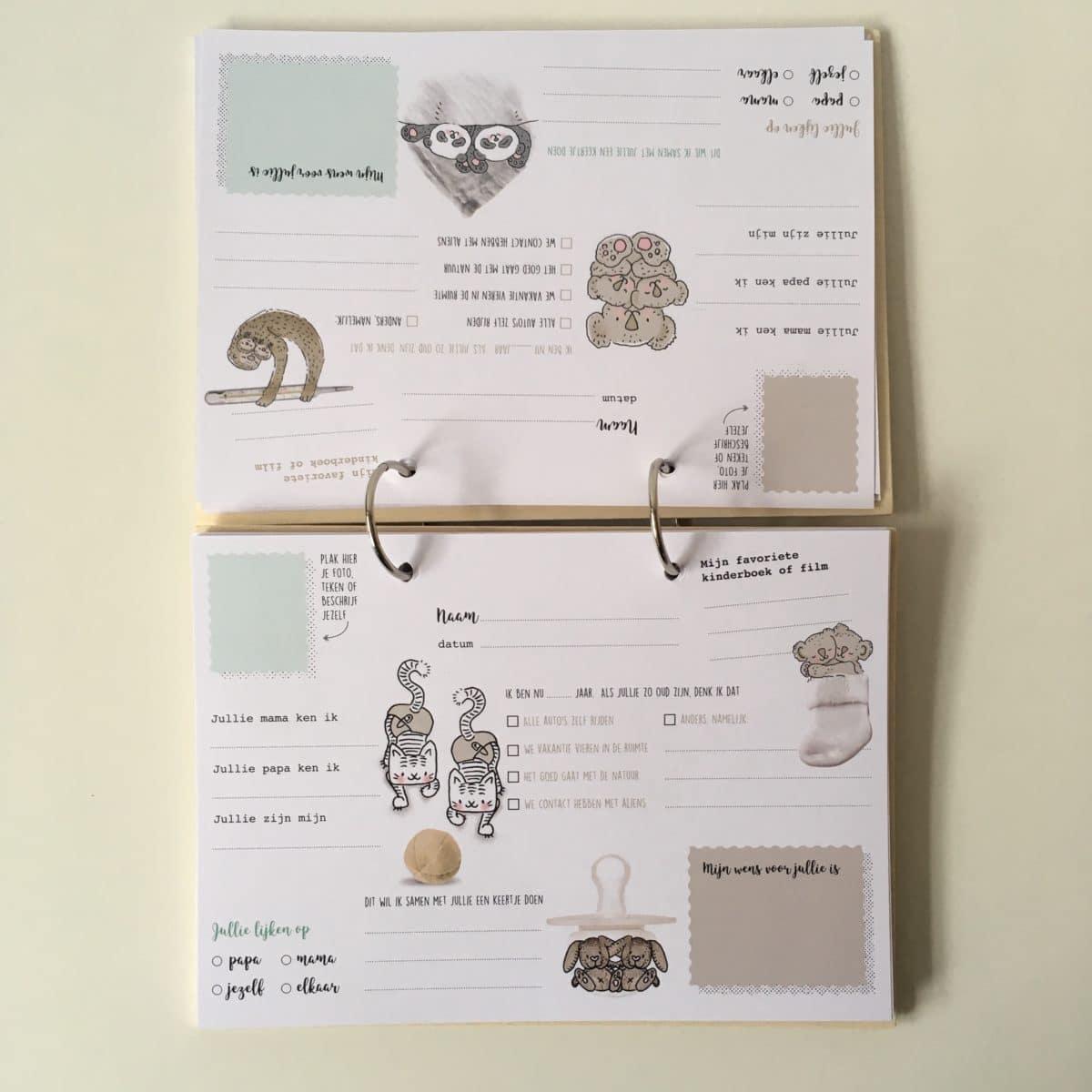 houten babyboek met invulkaarten tweeling