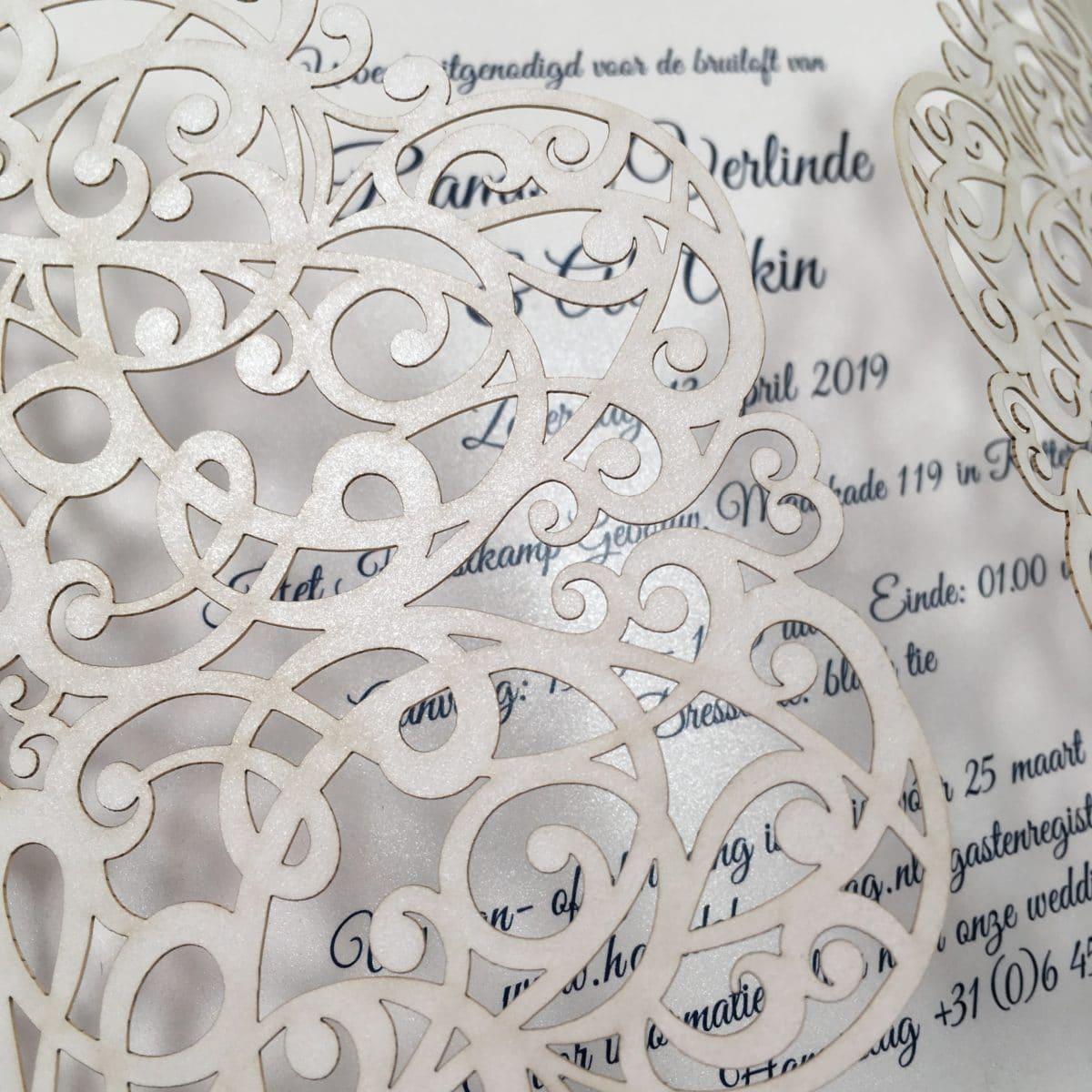 gelaserde trouwkaart detail