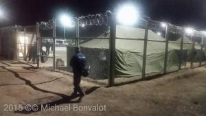 Geflüchtete Menschen werden weggesperrt. Bild: Auffanglager Röszke an der ungarisch-serbischen Grenze