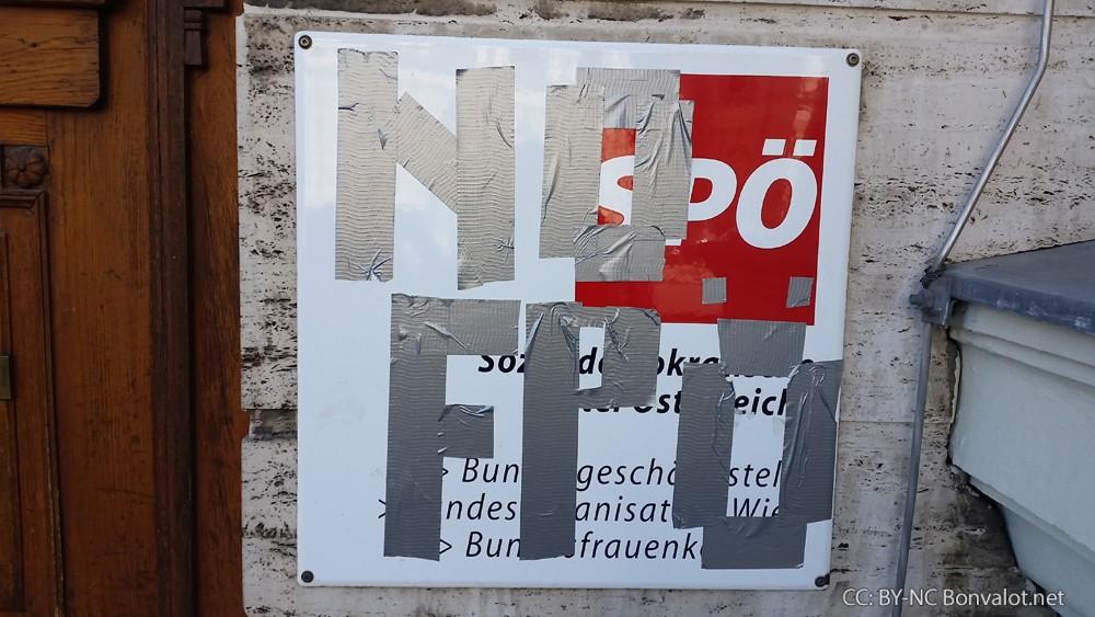 Protest gegen Rot-Blau in Burgenland vor der SPÖ Zentrale in Wien, 05.06.2015