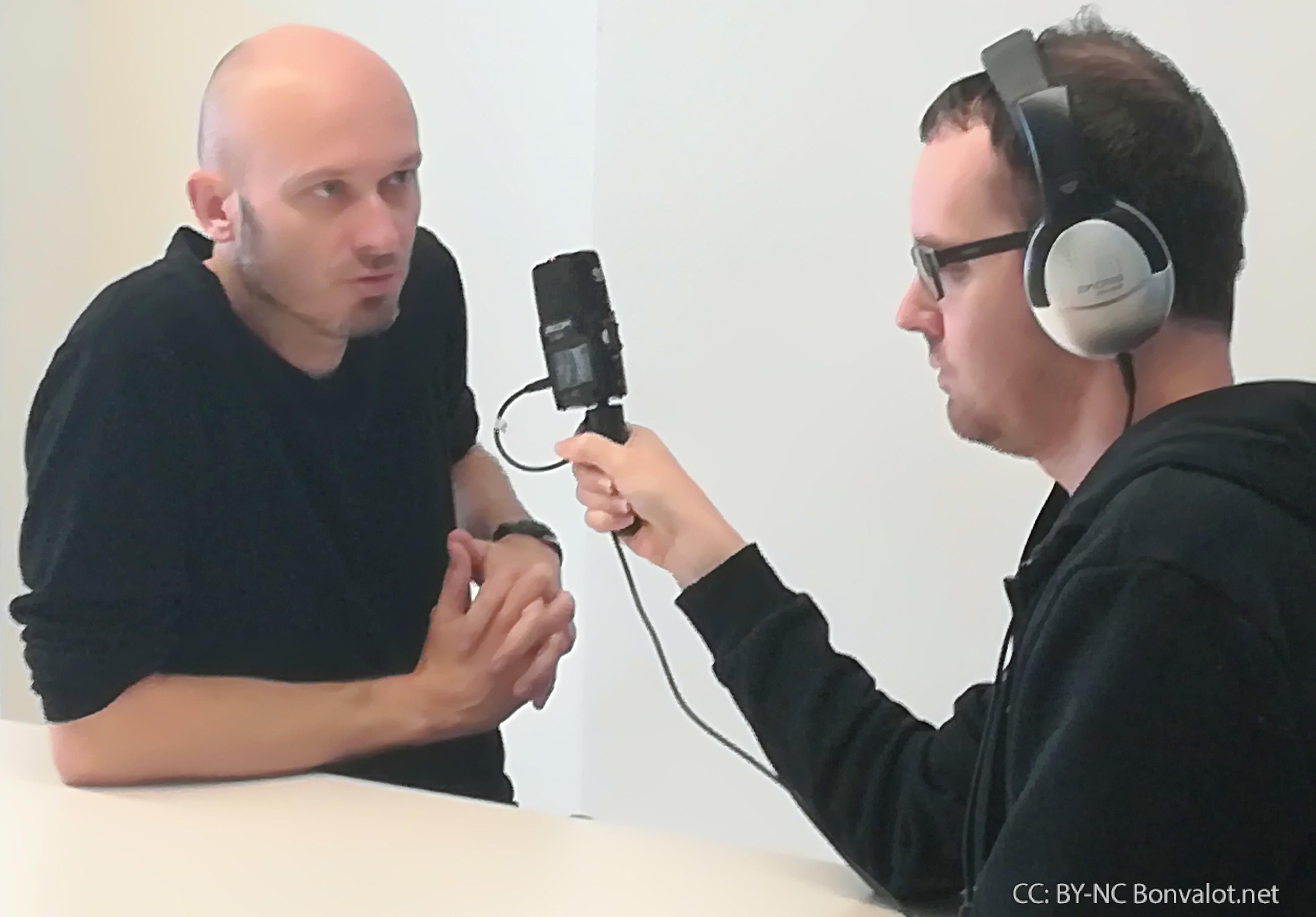 """""""Wenn ein Flüchtling 300 Euro weniger hat, habe ich keinen Cent mehr."""" Interview für die Freien Radios."""