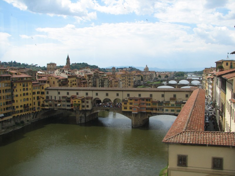 DELECTABLE TIDBIT : The hidden passageway atop the Ponte Vecchio in Florence