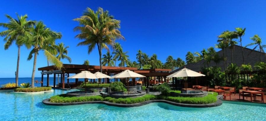 Fiji Islands: Clear sky & water, very friendly Fijians!