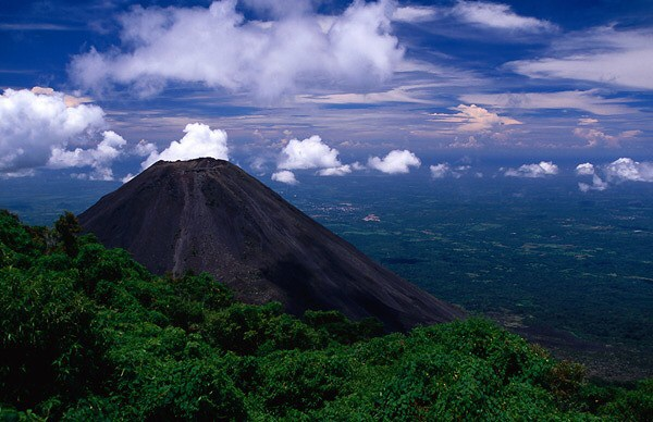 El Salvador : land of the volcanoes and great surfing!