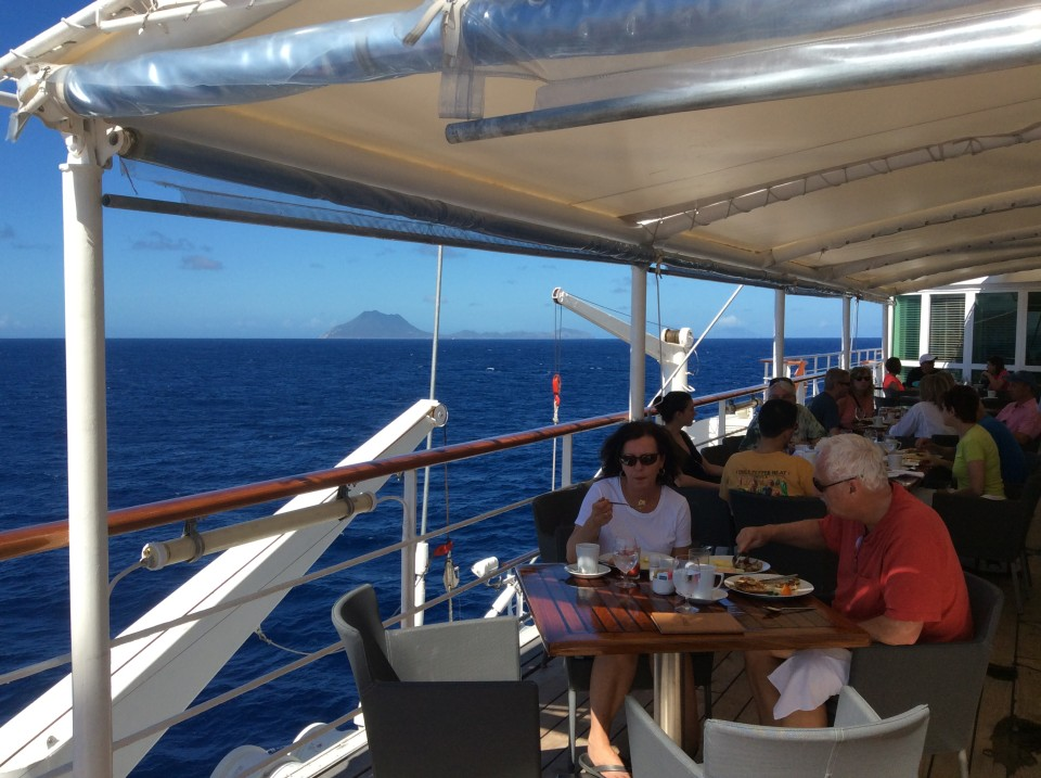 Yacht Cruising the Caribbean in style with Windstar Cruises : Breakfast and Lunch are served on the Veranda Deck