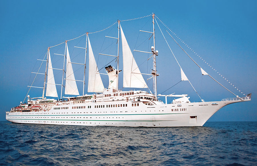 Yacht Cruising the Caribbean in luxury with Windstar Cruises : the Wind Surf