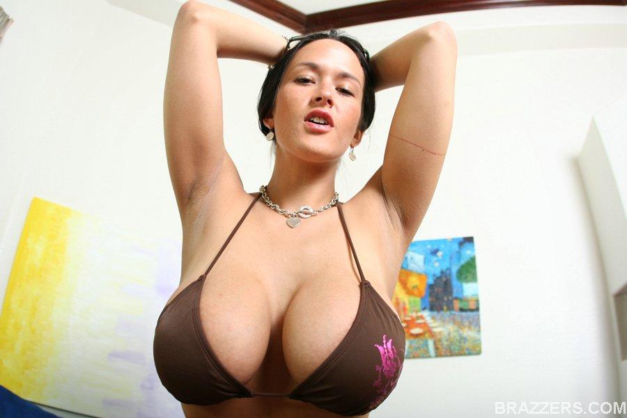 https://i0.wp.com/www.boobpedia.com/butler/images/e/ee/Carmella_Bing_bgb_01.jpg