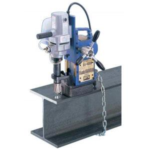 Magneetboormachine op H-balk