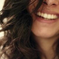 La poesia della settimana: Sorridi donna di Alda Merini
