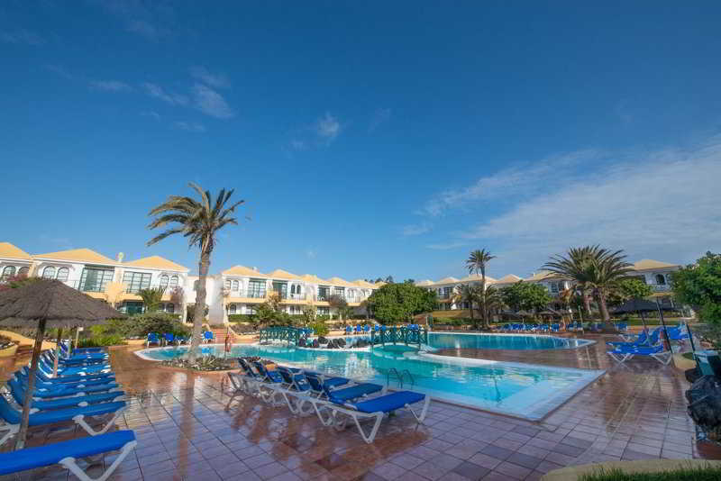 Apartamentos las palmeras is situated in palma nova, about 3 km from the pirates adventure dinner theater, and features an outdoor pool, a seasonal outdoor. APARTAMENTOS LAS PALMERAS I & II Corralejo - Fuerteventura
