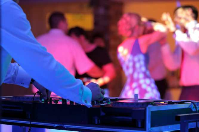 Wedding DJ Services | 10 Tips for Planning Your Wedding