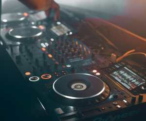 Becoming a DJ |8 ways For Getting Booked – Guaranteed