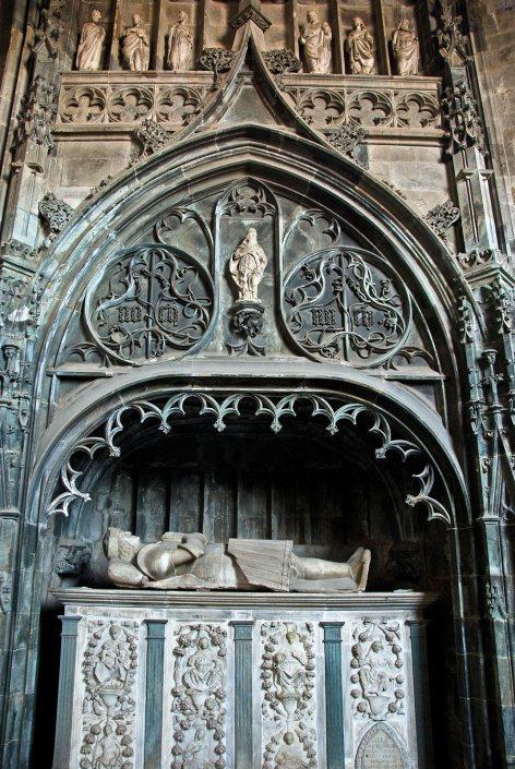 Saluzzo-Cuneo - la tomba del Marchese Ludovico II - bookingpiemonte