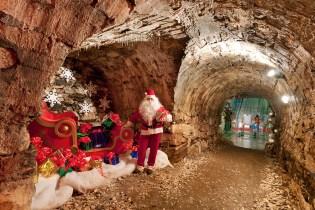 Grotta di Babbo Natale - Prenota un Hotel con Booking Piemonte