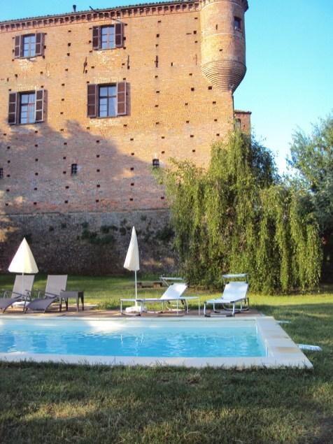 Castello + piscina - Agriturismo Ma Che Bel Castello - Maranzana - Asti - BookingPiemonte