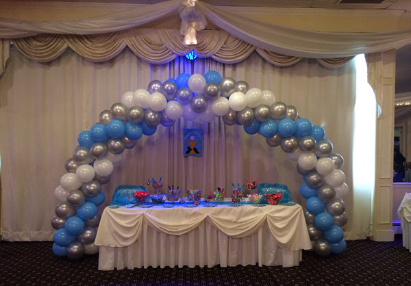 Smart ways to decorate with balloons for first Communion