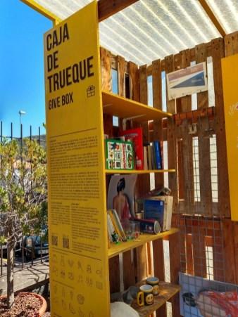 Tauschregal auf Teneriffa mit vielen Büchern