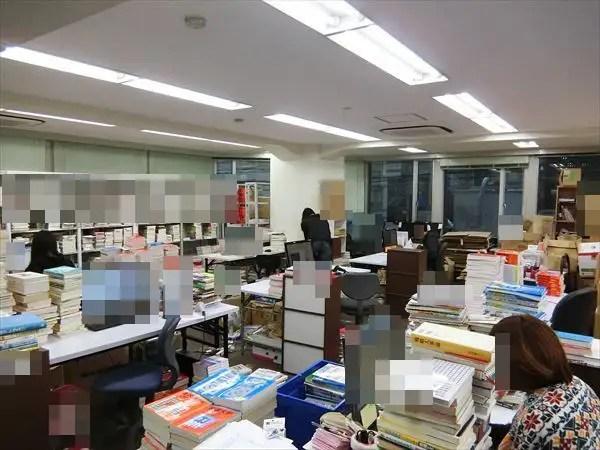 業務風景の紹介(大阪本社 検品・査定・Amazon出品部門)